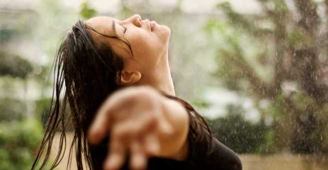 Get Gorgeous in Monsoon with These Makeup and Hairstyle Tips