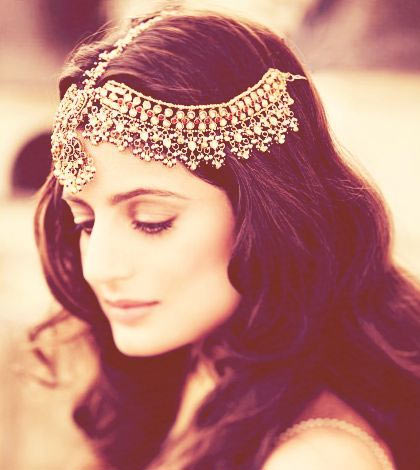10 Hair accessories to try with Indian Outfits