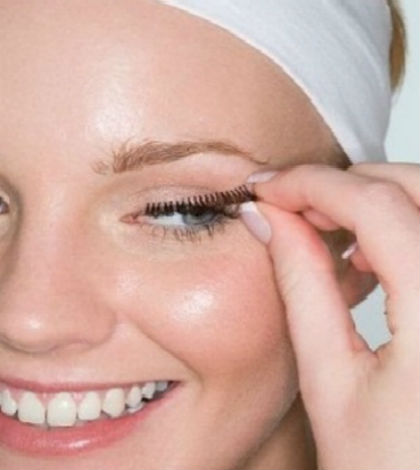 Take Off Fake Eyelashes Without Pain