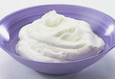 How To Use Curd For Reducing Hair Loss