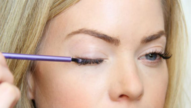 DIY – Simple Eyelash Growth Serum For Long Beautiful Eyelashes