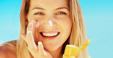 The Right Way to Wear Sunscreen Under Makeup