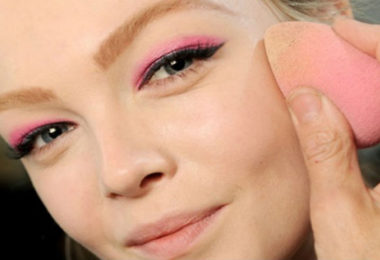 How To Use Blending Sponge The Right Way – Your Complete Guide