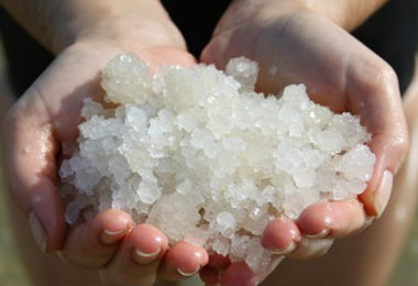 8 Different Ways To Use Sea Salt For Reducing Acne And Its Scars